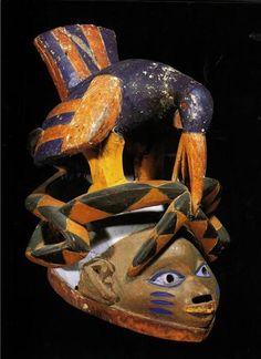 Máscaras Geledés. Gelede é originalmente uma forma de sociedade secreta feminina de caráter religioso existente nas sociedades tradicionais iorubas. Expressa o poder feminino sobre a fertilidade da terra, a procriação e o bem estar da comunidade.