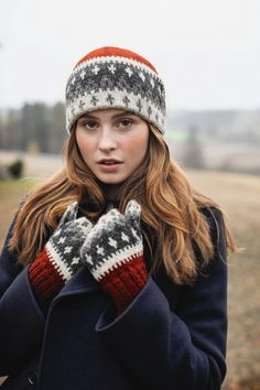 282-7 - Vardelue til barn, dame og herre   Rauma Garn Fair Isle Knitting, Mittens, Crochet Projects, Knitted Hats, Knit Crochet, Knitting Patterns, Scarves, Gloves, Winter Hats