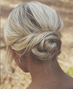 Low Blonde Bun - Hairstyles and Beauty Tips. Such a pretty style. Wedding Hair And Makeup, Hair Makeup, Wedding Hair Blonde, Makeup Hairstyle, Prom Makeup, Eye Makeup, Medium Hair Styles, Short Hair Styles, Up Do Medium Hair