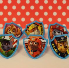 Pack of 12 assorted rings from the hit show, Paw Patrol! You will recieve 2 of each of the designs shown above. Great to place on top of cupcakes, or inside goody bags as favors. Bday Girl, Boy First Birthday, 4th Birthday Parties, Birthday Ideas, Paw Patrol Party, Paw Patrol Birthday, Puppy Party, Party Ideas, Threenager
