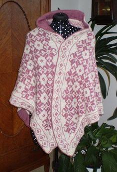 Nu är jag färdig med min ullsjal.. En söt sjal som jag kallar HjärterEster efter någon som betyder väldigt väldigt mycket för mig, mitt äldsta barnbarn. Om man tittar på sjalen så består  mönstret av hjärtan som bildar en blomma. Det finns ytterligare 2 mönster i den beroende på var man fäster ö...
