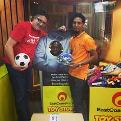 with the guys from Siso toys who just donated 000 worth of toys to wow, what a gift Toy Story, Behind The Scenes, Guys, How To Make, Men