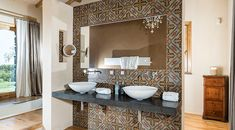 Country Boutique, Royal Bathroom, Places In Italy, Slow Living, Lodges, Beautiful Places, Villa, Mirror, House
