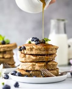 Fluffy Healthy Blueberry Pancakes made with whole wheat flour, naturally sweetened and vegan! The best thick pancake recipe I& ever made, filled with bursting blueberries and perfectly sweet. Great for weekend brunch! Healthy Blueberry Pancakes, Pancake Healthy, Vegan Pancake Recipes, Healthy Breakfast Recipes, Easy Healthy Recipes, Healthy Eats, Breakfast Ideas, Gourmet Breakfast, Breakfast Dishes