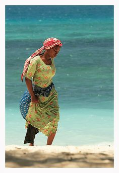Zanzibar nungwi-003 | by Bertrand Devimeux We Are The World, People Of The World, African Beauty, African Women, African Great Lakes, Zimbabwe Africa, Most Beautiful Black Women, African Culture, Pictures To Paint