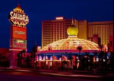 Another iconic hotel has closed on the famous Las Vegas Strip – Sahara Hotel and Casino. Last Monday, the Sahara Hotel and Casino closed its doors for good. Las Vegas Strip, Las Vegas Love, Las Vegas Hotels, Vegas Casino, Beatles, Atlantic City Casino, Old Vegas, Classic Building, S Pic