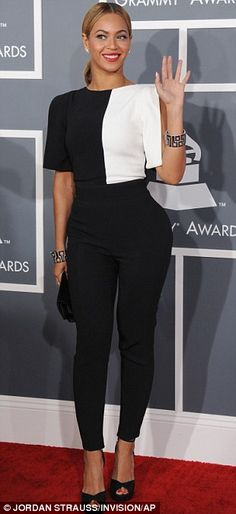 Monochrome is so in this season, and Beyonce does it so well in this casual Grammy's outfit. Love it!