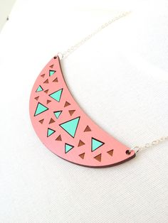 This necklace reminds me of a tropical fun filled holiday!