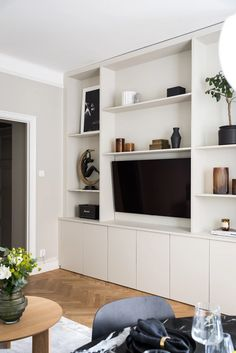 Paris Living Rooms, New Living Room, Home Interior, Decor Interior Design, Interior Decorating, Home Office Design, House Design, Alcove Shelving, Minimal Home