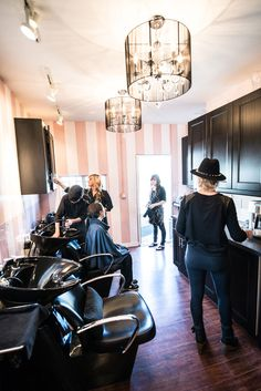 The Harlot Salon in Venice, California is Los Angeles' only salon where upscale meets naughty, says Salon Manager Ryan Cabe. Beauty Salon Decor, Beauty Salon Design, Natural Hair Salons, Spa Rooms, Business Hairstyles, Spa Design, Salon Style, Beauty Shop, Studio