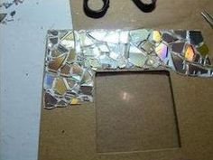 Recycled CD Mosaic Photo Frame This is very cool! Make it easy crafts: Recycled CD Mosaic Photo Frame Upcycled Crafts, Recycled Cds, Recycled Art Projects, Mosaic Projects, Diy Projects, Cd Mosaic, Photo Mosaic, Mosaic Mirrors, Cd Recycle