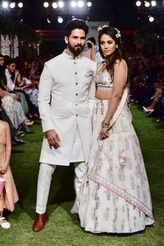 New Wedding Reception Dress Fall Ideas Wedding Kurta For Men, Wedding Dresses Men Indian, Indian Wedding Wear, Wedding Suits, Trendy Wedding, Indian Wear, Engagement Dress For Groom, Couple Wedding Dress, Engagement Dresses