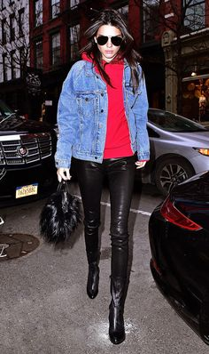 New York Fashion Week – A. Blue New York Fashion Week Kendall Jenner wearing a Fear of God hoodie and jacket, Vince pants, Givenchy boots, and a Givenchy bag. Leggings Vermelhas, Kendall Jenner Estilo, Kylie Jenner, Givenchy Boots, Modelos Fashion, How To Wear Leggings, Model Street Style, Winter Mode, Jenner Style