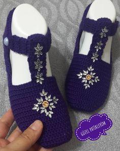 my beautiful booties ( Crochet Bowl, Crochet Pouch, Knitted Slippers, Crochet Slippers, Knitted Hats, Knit Crochet, Crochet Hats, Booties Crochet, Crochet Baby Bikini