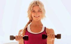 Her får du fem enkle, men supereffektive øvelser, der former og styrker dine arme, mens resten af kroppen også bliver trænet.