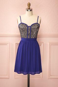 Une petite robe passe-partout tellement unique que vous vous ferez arrêter à chaque coin de rue par un admirateur qui voudra vous contempler.