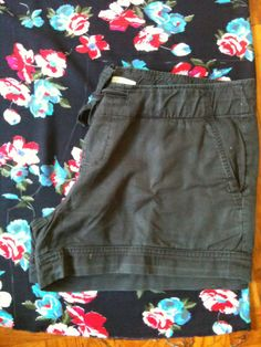 Elastic waist shorts tutorial Shorts Tutorial, Elastic Waist Skirt, Sewing Crafts, 30th, Casual Shorts, Skirts, How To Wear, Pants, Clothes