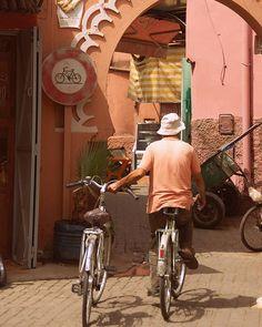Hauriem de viure en #modorebelde Total els que ens marquen les normes són els primers que se les salten. ( Marrakech) by (checaester) photography #marrakech #africa #streetstyle #igers #morocco #photo #clikcat #igerscatalunya #discover #travelgram #rebel #catalanspelmon #travel #bike #modorebelde #meetingprofs #eventprofs #travel #tourism #popular #trending #trendy #twitter #facebook #website #influencer #great #photos #quotes #vacation #eventplanning. [Follow us on Twitter at…