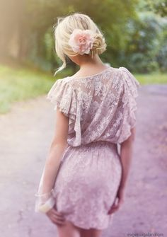 Very feminine lace dress.so pretty Looks Street Style, Looks Style, Look Fashion, Fashion Beauty, Dress Fashion, White Fashion, Street Mode, Street Snap, Mode Outfits