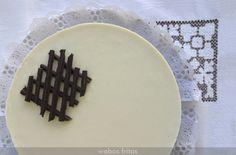 Esta tarta tres chocolates es muy conocida, pero no me resisto a ponerla, porque es un placer.Fácil, muy suave, y nada empalagosa. ¡Triunfo total! Tres Chocolates, Cake Decorating, Cheesecake, Decorative Plates, Good Food, Tableware, Desserts, Yummy Yummy, Gluten