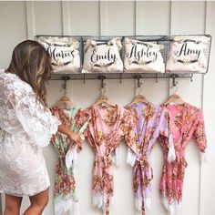 How to choose your bridal party - the key roles to consider This is going to be hard for me! I don't want to feel obligated to have certain people in my wedding party. Mod Wedding, Gifts For Wedding Party, Wedding Wishes, Party Gifts, Trendy Wedding, Wedding 2017, Wedding Favors, Rustic Wedding, Thoughtful Wedding Gifts