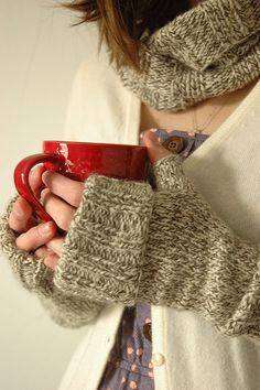 Ravelry: garmenthouse's 'evening gove'nor mitts