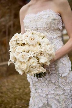 Classic and elegant wedding flowers