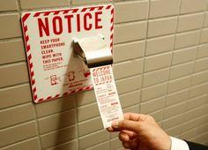 Aeroporto japonês instala 'papel higiênico' para smartphones em banheiros