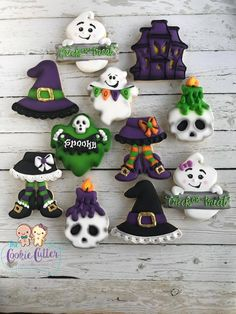 Scary Halloween Cookies, Halloween Biscuits, Halloween Cookies Decorated, Halloween Sweets, Halloween Food For Party, Halloween Cookie Cutters, Halloween Ornaments, Halloween Stuff, Decorated Cookies