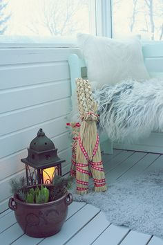 I want a space like this in my house, it looks cold and warm at the same time!