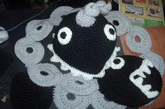Ravelry: Super Mario Chain chomp hat and scarf set pattern by Nanette Wymbs Crochet Game, Crochet Beanie, Knit Or Crochet, Crochet Scarves, Crochet For Kids, Crochet Crafts, Crochet Projects, Crochet Chain, Learn Crochet