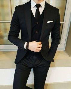 Latest Designs Black Wedding Tuxedos 2019 One Button Shawl Lapel Slim Fit Mens Suits Mens Prom Tuxedos Suits Custom Made Jacket+Pants+Tie Slim Fit Suits Suit… Bal Smoking, Formal Suits, Men Formal, Mens Prom Tuxedos, Costumes Slim, Prom For Guys, Terno Slim, Chemise Fashion, Dress Outfits