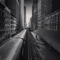 Jason Peterson is a very Instagram active american photographer. He photographs cities of New York and Chicago in black and white but with his iPhone. Pictures have the same strength as it was taken with a camera with a specific technical knowledge need. Contrasts and lighting effects give the all intensity to the snapshots.