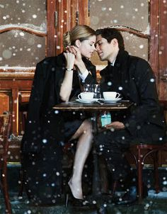 Snow, an outdoor cafe and a Tiffany box?!  Ultimate romantic:)