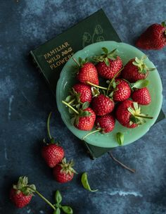 Strawberry or garden strawberries are the most recognized varieties of strawberries in the world. Strawberry has many benefits for health a. Blueberry Syrup, Raspberry Syrup, Raspberry Smoothie, Smoothies, Peach Syrup, Mango Syrup, Passion Fruit Syrup, Strawberry Rhubarb Jam, Fries