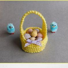 Free Easter basket knitting pattern on Laughing Hens