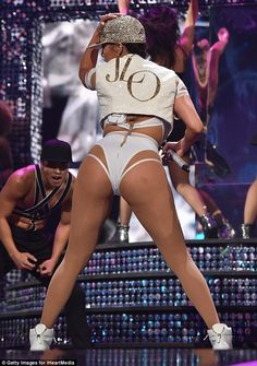 Jennifer Lopez: Πιο σέξι από ποτέ επί σκηνής