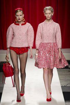 Défile Moschino Prêt-à-porter Printemps-été 2014 - Look 18