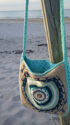 Blanoncho Bag handmade by Carolina Stefania using Caron Simply Soft Yarns. Blanoncho CAL design by Vanessa Smith Fishcake from Hooked on Sunshine. Vanessa Smith, Caron Simply Soft, Straw Bag, Fishcake, Espadrilles, Crochet Bags, Yarns, Squares, Pattern