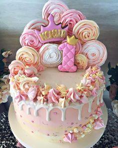 С Днем Рождения маленькую Ксюшку #тортик #торт #одесса #торты_одесса #тортназаказодесса #тортназаказ #детскийторт #деньрождения #годик #тортнагодик #тортдлядевочки #romanova_bakery #cake #bakery