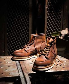 For over a century, this commitment to excellence has been handed down to these generations of shoemakers, and it is all this that won the Red Wing Shoes corporation a place in our hearts. Red Wing Heritage Boots, Red Wing Boots, White Boots, Sock Shoes, Men's Shoes, Wing Shoes, Red Wing Shoe Stores, Workwear Boots, Red Wing Moc Toe