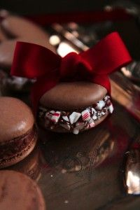 Chocolate Peppermint Macaroons - Hmmmm a new use for left over Christmas tree candy canes? Holiday Baking, Christmas Baking, Holiday Treats, Holiday Recipes, French Macaroons, Macaron Recipe, Think Food, Fancy Cookies, Christmas Sweets