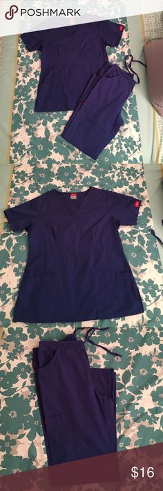 Dickies scrubs set Top size xs, pants cap. In very good condition. Other
