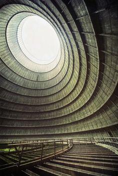 Torre de refrigeración perteneciente a una antigua central eléctrica