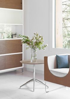 STUA launches Marea table, a slim elegant design by Jesus Gasca. Marea table is a discreet table can help us to work with our laptop or can be used for dinner next to our sofa or armchair.