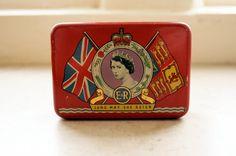 Queen Elizabeth 1953 Coronation Tin
