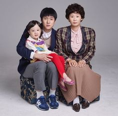 Reply 1988 family photos that staff recently uploaded Korean Drama Movies, Korean Actors, Korean Dramas, Jin, Go Kyung Pyo, Best Kdrama, Drama Tv Shows, Korean Shows, Weightlifting Fairy Kim Bok Joo