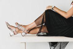 Diese brillanten Sandaletten von Paul Green bezaubern mit filigranem Riemchen-Design und trendigem Metallicleder in Silber. Der stabile, mit Leder überzogene Blockabsatz liefert besten Tragekomfort. Eine reizende, verstellbare Schließe sorgt für perfekten Halt. Zeigen Sie sich mit diesem Paar von Ihrer strahlenden Seite! Paul Green, Kitten Heels, Metallic, Lace Up, Flats, Shopping, Shoes, Design, Fashion