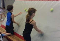Jongleren tegen dikke mat - Een makkelijkere manier om te leren jongleren met jongleerballen: tegen de dikke mat!