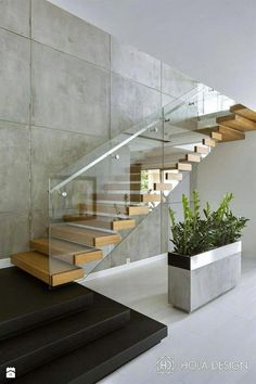 The quarter-turn staircase offers a variety of design options .- Die viertelgewendelte Treppe bietet vielfältige Gestaltungsmöglichkeiten The quarter-turn staircase offers a variety of design options! Home Stairs Design, Interior Stairs, Stair Design, Modern Stairs Design, Glass Stairs Design, Modern Railing, Railing Design, Escalier Design, Stair Walls